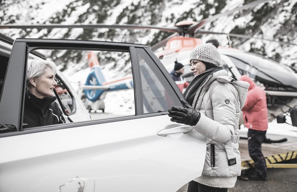 chalet-lech-luxuschalet-am-arlberg-lech-lodge-luxusferienwohnung-ausflug-winter-hubschrauber