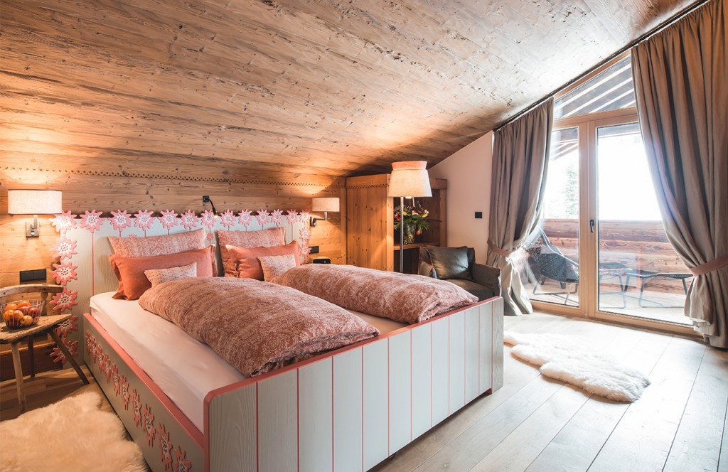 chalet-lech-luxuschalet-am-arlberg-lech-lodge-traditionell-balkon_03